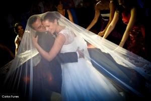 Fotografía de Boda en Granada de Marta y Victor. Un momento muy especial del baile