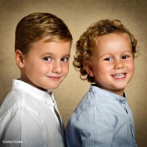 Pablo y David muestras sus dotes como modelos fotográficos