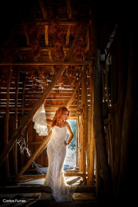 Fantastico posado de Isabel para mostrar su vestido de novia