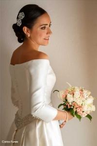 Esther posa con su precioso vestido de Boda