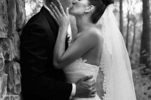 Encantador beso de Jessica y Carlos