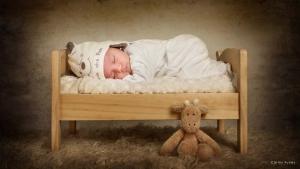 Fotografía de bebé durmiendo en su cuna. Fotógrafo granada. Carlos Funes.