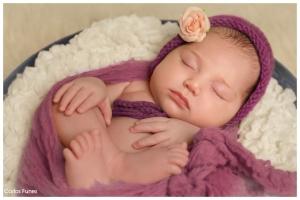 New Born Cayetana. Fotografía bebés y recién nacidos Granada. Carlos Funes Fotógrafos estudio fotográfico en Granada.