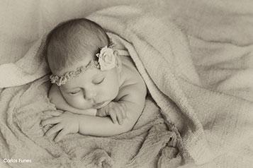 Las fotografías New Born de Alejandra han tenido un resultado fantástico tras la sesión de estudio que le hicimos en Granada. Carlos Funes fotografía bebés