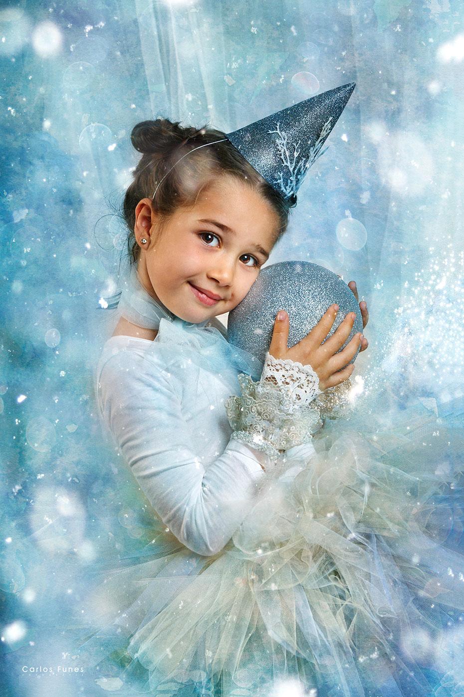 Campaña de mini sesiones de navidad fotográficas. Postal navideña infantil. Estudio Carlos Funes Granada. ©2018