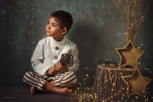 Temporada 2019 Postales de Navidad. Niño con llave. ©2019 Carlos Funes