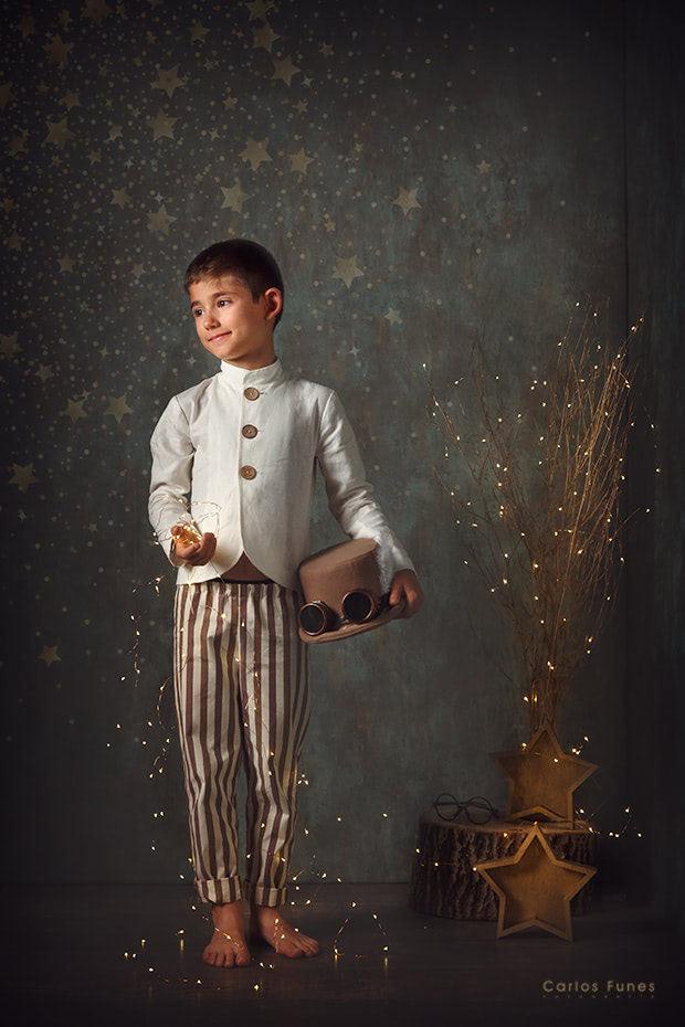 Temporada 2019 Postales de Navidad. Niño con gorro aviador vintage. ©2019 Carlos Funes